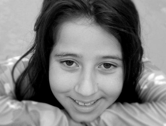 Conheça a adolescente de São José que faz sucesso nas redes sociais com o perfil Ynna Tags